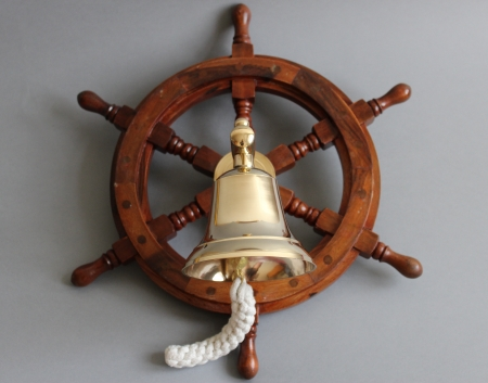 Kuģa stūre ar zvanu